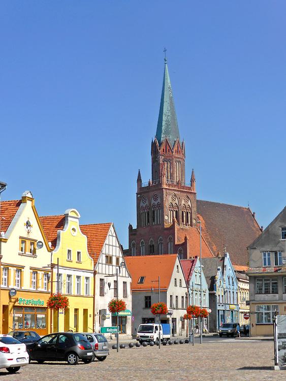 Rynek i Kościół Mariacki w Trzebiatowie