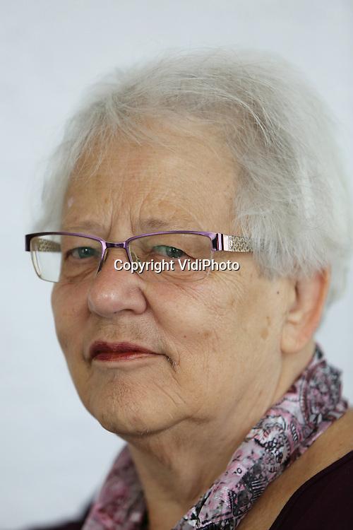 Foto: VidiPhoto<br /> <br /> MALDEN - Portret weduwe prent, Malden. Mw. G. Prent-Wieling blijft met behulp van woningaanpassing en thuiszorg zelfstandig wonen.