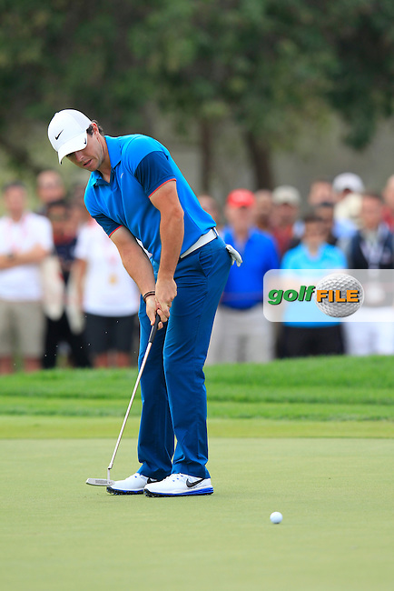 Rory McIlroy (NIR) takes his birdie putt on the 17th green during Sunday's Final Round of the Abu Dhabi HSBC Golf Championship 2015 held at the Abu Dhabi Golf Course, United Arab Emirates. 18th January 2015.<br /> Picture: Eoin Clarke www.golffile.ie