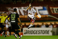 BUENOS AIRES - ARGENTINA - 24-02-2016 Mauro Bogado (Der.) jugador de Huracan de Argentina disputa el balon con Alexander Mejia (Izq.) jugador de Atletico Nacional de Colombia durante partido de la Primera Fecha del Grupo 4 por la Segunda Fase, entre Huracan y Atletico Nacional de la Copa Bridgestone Libertadores 2016 en el Estadio Tomas A Duco, de la ciudad de Buenos Aires. / Mauro Bogado (R) player of Huracan of Argentina vies for the ball with con Alexander Mejia (L) player Atletico Nacional of Colombia, during a match for the first date of the Group 4 for the second phase between Huracan and Atletico Nacional of Colombia for the Bridgestone Libertadores Cup 2016, in the Tomas A Duco, Stadium, in Buenos Aires city. Photo: Photogamma / Javier Garcia Martino / VizzorImage / Cont