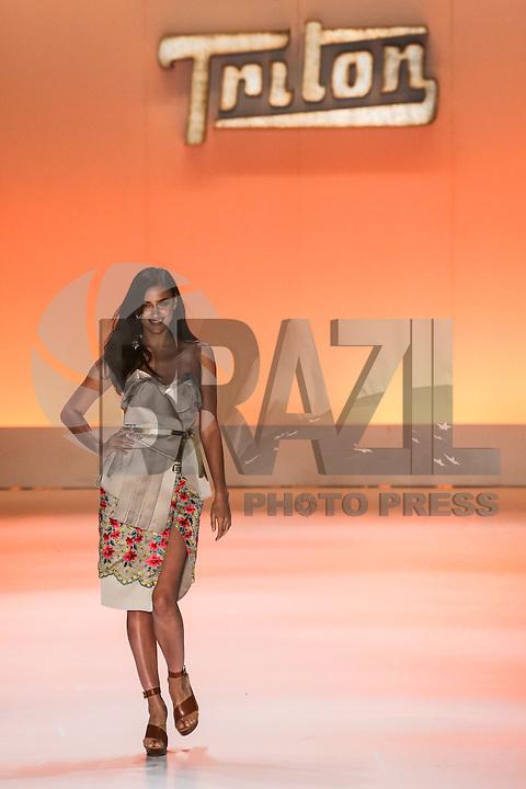 SAO PAULO, SP, 01.04.2014 - SPFW / TRITON - <br /> A modelo russa, Irina Shayk, namorada do jogador portugu&ecirc;s Cristiano Ronaldo, desfila para a grife Triton no segunda dia da S&atilde;o Paulo Fashion Week (SPFW), Ver&atilde;o 2015, no Parque C&acirc;ndido Portinari, ao lado do Parque Villa Lobos, na zona oeste da capital, nesta ter&ccedil;a-feira, 01. (Foto: Vanessa Carvalho / Brazil Photo Press).