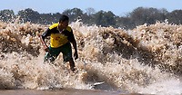 Surfistas da Abraspo - Ass Brasileira de Surf na Pororoca pegam onda na foz do rio Amazonas   durante o lançamento do primeiro torneio  Desafio Marajoara de Surf na Pororoca ano que vem no Marajó. A região das ilhas Cavianas é um dos últimos pedaços de terra no rio Amazonas em seu encontro com o  Atlântico.<br /> Marajó, ilhas Caviana, Pará, Brasil.<br /> 17/06/2011<br /> Foto Paulo Santos