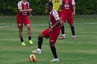 SÃO PAULO, SP, 17 DE SETEMBRO DE 2013 - TREINO SAO PAULO - O jogador do São Paulo, Wellinghton, durante treino no CT da Barra Funda, região oeste da capital, na tarde desta quinta feira, 19. FOTO: ALEXANDRE MOREIRA / BRAZIL PHOTO PRESS
