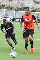 SÃO PAULO, SP, 05.11.2015 - FUTEBOL-CORINTHIANS -  Malcom (e) e Lincom (d) jogadores do Corinthians durante sessão de treinamento no Centro de Treinamento Joaquim Grava na região leste de São Paulo nesta quinta-feira, 05.  (Foto: Marcos Moraes / Brazil Photo Press)