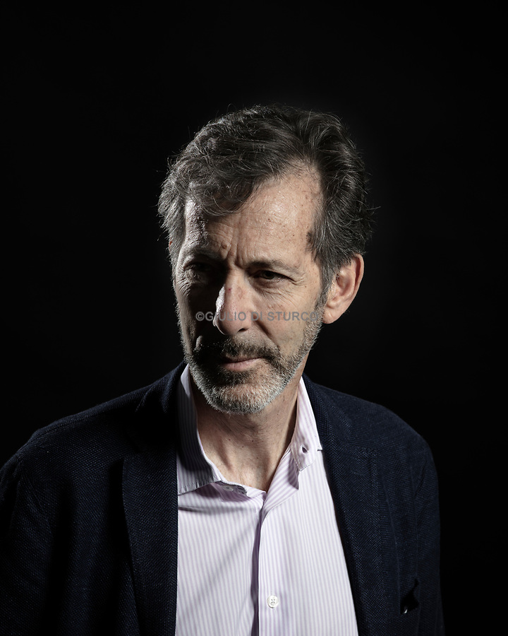 The Venice Biennale announced that Ralph Rugoff, director of London's Hayward Gallery since 2006, will be curator of the 58th Venice Biennale, in 2019.<br />