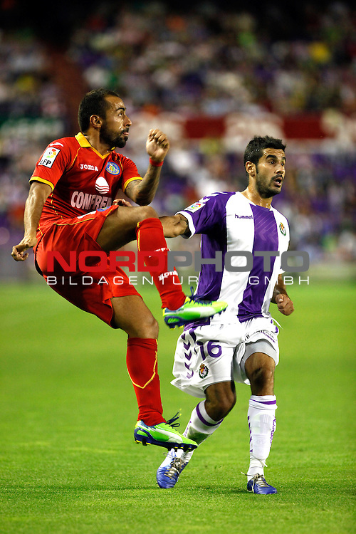 Real Valladolid¬¥s Sastre (r) and Getafe's Diego Castro during La Liga match.August 31,2013. Foto © nph / Victor Blanco)