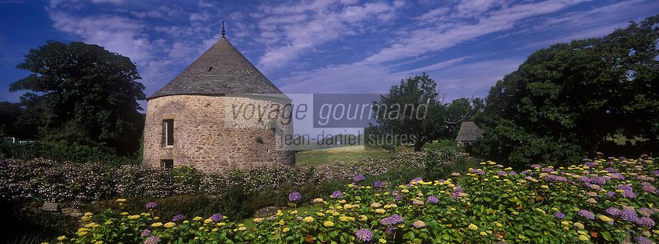 Europe/France/Normandie/Basse-Normandie/50/Manche/Presqu'île de la Hague/Omonville-la-Rogue: Manoir du Tourp 17 ème racheté par le Conservatoire du Littoral- le pigeonnier