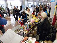 06-03-11, Tennis, Oekraine, Kharkov, Daviscup, Oekraine - Netherlands, rommelmarkt in de entreehal