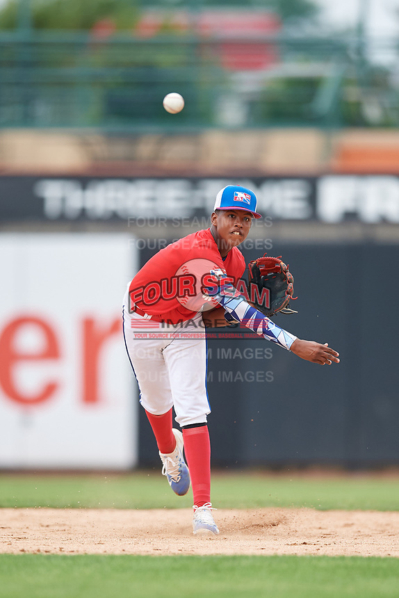 Luis Ravelo (6) throws to first base during the Dominican Prospect League Elite Underclass International Series, powered by Baseball Factory, on July 21, 2018 at Schaumburg Boomers Stadium in Schaumburg, Illinois.  (Mike Janes/Four Seam Images)