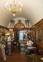 HUN, Ungarn, Budapest, Stadteil Buda, Burgviertel: Konditorei und Biedermeiercafe Ruszwurm in der Dreifaltigkeitsgasse (Szentháromság utca), innen | HUN, Hungary, Budapest, Castle District: pastry shop and Biedermeier-cafe Ruszwurm at Trinity lane (Szentháromság utca), inside