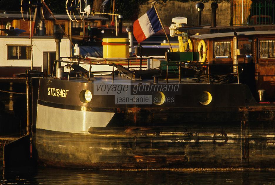 Europe/France/Ile-de-France/78/Yvelines/Conflans-Sainte-Honorine:  le port fluvial - Capitale française de la Batellerie - détail péniches<br /> PHOTO D'ARCHIVES // ARCHIVAL IMAGES<br /> FRANCE 1980