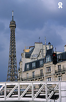 France, Paris, Eiffel Tower behind metro train bridge (Licence this image exclusively with Getty: http://www.gettyimages.com/detail/sb10068805m-001 )
