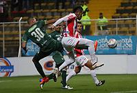 BOGOTÁ -COLOMBIA, 28-03-2018:Jeider Riquett (Izq.) de La Equidad disputa el balón con Jonathan Alvez(Der.) del Atlético Junior durante partido por la fecha 11 de la Liga Águila I 2018 jugado en el estadio Metropolitano de Techo de la ciudad de Bogotá./ Jeider Riquett(L) player of La Equidad fights for the ball with Jonathan Alvez(R) player of Atletico Junior during the match for the date 11 of the Aguila League I 2018 played at Metropolitano de Techo stadium in Bogotá city. Photo: VizzorImage/ Felipe Caicedo / Staff