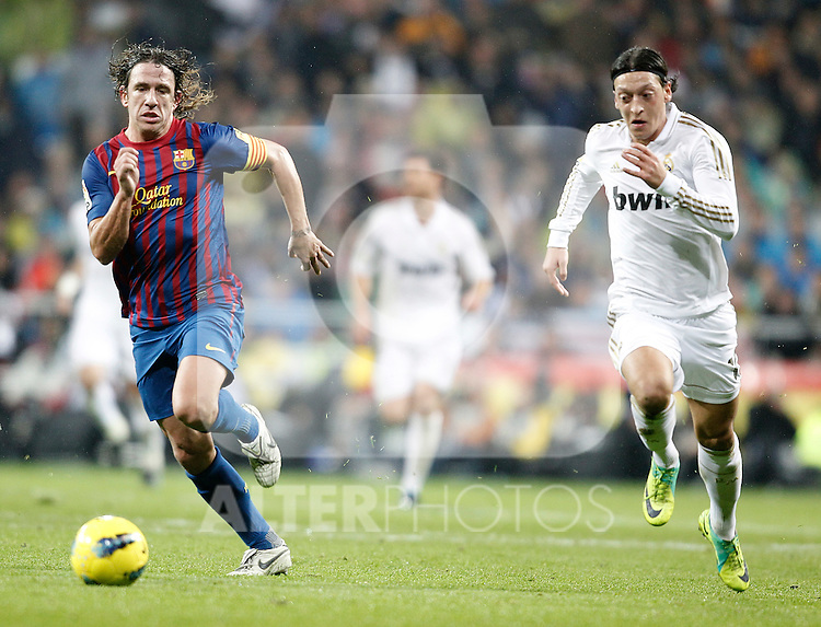 Real Madrid's Mesut Özil against Barcelona's Carles Puyol during La Liga Match. December 10, 2011. (ALTERPHOTOS/Alvaro Hernandez)