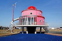 Klokhuis gebouw in Almere. Het gebouw is ontworpen door kinderen.