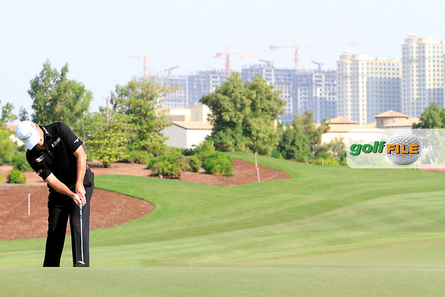 Paul Lawrie (SCO) on the 8th during Round 2 of the DP World Tour Championship, Jumeirah Golf Estates, Dubai, United Arab Emirates. 23/11/12...(Photo Jenny Matthews/www.golffile.ie)