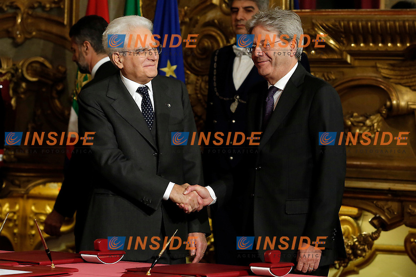 Sergio Mattarella e Paolo Gentiloni<br /> Roma 12-12-2016. Quirinale Cerimonia del giuramento die Ministri<br /> Rome December 12th 2016. Swearing ceremony of the new Government<br /> Foto Samantha Zucchi Insidefoto