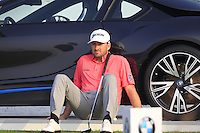 Graeme McDowell (NIR) chills on the 17th tee during Sunday's Final Round of the 2014 BMW Masters held at Lake Malaren, Shanghai, China. 2nd November 2014.<br /> Picture: Eoin Clarke www.golffile.ie