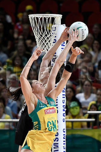 09.10.2016. Qudos Bank Arena, Sydney, Australia. Constellation Cup Netball. Australia Diamonds versus New Zealand Silver Ferns. Australias Sharni Layton just misses an intercept against New Zealands Bailey Mes. The Diamonds won the game 68-56.