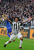 5th November 2017, Allianz Stadium, Turin, Italy; Serie A football, Juventus versus Benevento; Juan Cuadrado complains after having denied a penalty kick