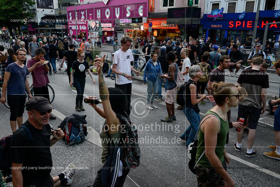 GERMANY, Hamburg, protest rally on Reeperbahn in St. Pauli against G-20 summit in july 2017 / DEUTSCHLAND, Hamburg, St. Pauli, Protest Demo auf der Reeperbahn gegen G20 Gipfel in Hamburg