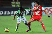 MEDELLIN - COLOMBIA -29-03-2014: Sherman Cardenas (Izq.) jugador de Atletico Nacional disputa el balón con Luis Seijas (Der.) jugador de Independiente Santa Fe durante partido Atletico Nacional y el Independiente Santa Fe por la fecha 13 de la Liga Postobon I 2014, jugado en el estadio Atanasio Girardot de la ciudad de Medellin.  / Sherman Cardenas (L) player of Atletico Nacional fights for the ball with Luis Seijas (R) player of Independiente Santa Fe during a match Atletico Nacional and Independiente Santa Fe for the date 13th of the Liga Postobon I 2014 at the Atanasio Girardot stadium in Medellin city. Photo: VizzorImage. / Luis Rios / Str.