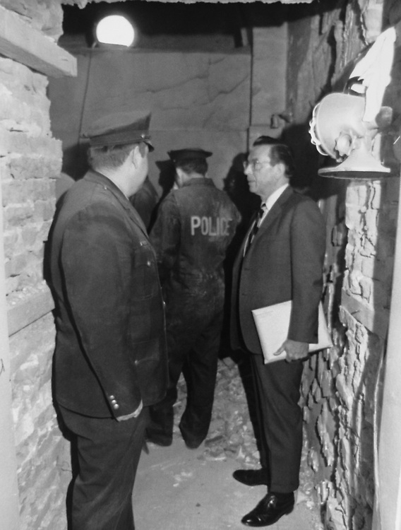 Congressman with police officer discussing some issue. (Photo by Dev O'Neill/CQ Roll Call via Getty Images)