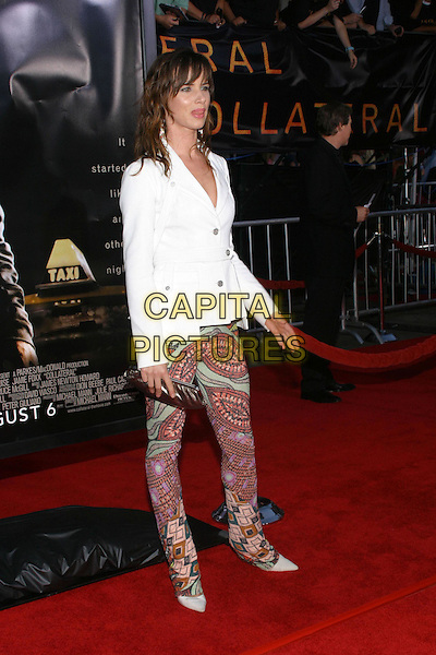 JULIETTE LEWIS.At the Collateral Premiere, held at the Orpheum Theatre, Los Angeles, CA, USA,.2nd August 2001.half length white jacket patterned printed leggings tight trousers fashion disaster.**UK SALES ONLY**.Ref:JW-ADM.www.capitalpictures.com.sales@capitalpictures.com.©Capital Pictures.