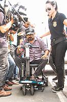 O ex-senador-prefeito de Bel&eacute;m Duciomar Costa foi preso nesta sexta-feira (1&deg;) pela Pol&iacute;cia Federal, acusado de comandar uma organiza&ccedil;&atilde;o criminosa respons&aacute;vel por um rombo de R$ 400 milh&otilde;es &agrave; administra&ccedil;&atilde;o p&uacute;blica.<br /> Duciomar foi preso em sua resid&ecirc;ncia, no residencial Green Ville I, na avenida Augusto Montenegro, durante a Opera&ccedil;&atilde;o Forte do Castelo, realizada por policiais federais com apoio do Minist&eacute;rio P&uacute;blico Federal. Segundo as investiga&ccedil;&otilde;es, o ex-prefeito comandava um esquema de fraude em licita&ccedil;&otilde;es para favorecer empresas ligadas a ele, firmando contratos que enriqueciam os envolvidos de forma il&iacute;cita.<br /> <br /> Bel&eacute;m, Par&aacute;, Brasil.<br /> &copy;Rog&eacute;rio Uch&ocirc;a<br /> 01/12/2017