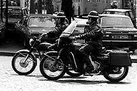 Roma  1985.Due motociclisti dell'Esercito Italiano con le Moto Guzzi.Two bikers of the Italian army with the Moto Guzzi