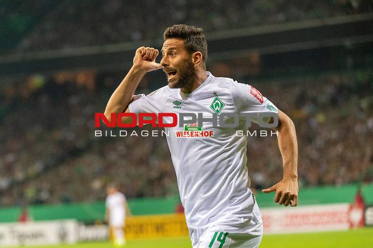 10.08.2019, wohninvest Weserstadion, Bremen, GER, DFB-Pokal, 1. Runde, SV Atlas Delmenhorst vs SV Werder Bremen<br /> <br /> DFB REGULATIONS PROHIBIT ANY USE OF PHOTOGRAPHS AS IMAGE SEQUENCES AND/OR QUASI-VIDEO.<br /> <br /> im Bild / picture shows<br /> <br /> Schlitzohr Claudio Pizarro (Werder Bremen #14) kurz nach seiner Einwechslung erziel er das 1:5<br /> Foto © nordphoto / Kokenge