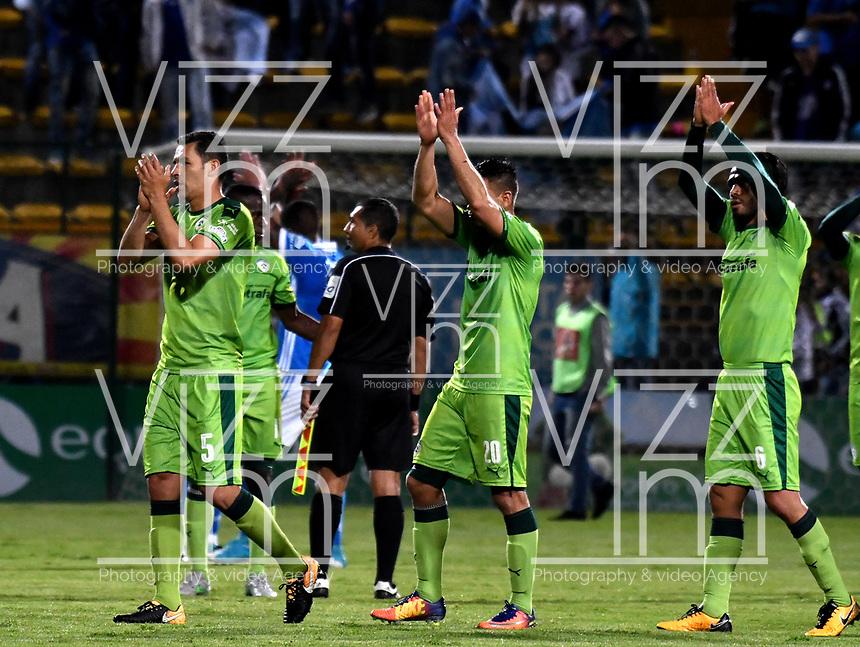 BOGOTA - COLOMBIA -25 - 11 - 2017: Los jugadores de La Equidad, se retiran del campo al final de partido de ida entre La Equidad y Millonarios, de los cuartos de final la Liga Aguila II - 2017, jugado en el estadio Metropolitano de Techo de la ciudad de Bogota. / The players of La Equidad, leave out the field at the end of a match for the first leg between La Equidad and Millonarios, for to the quarter of finals for the Liga Aguila II - 2017 at the Metropolitano de Techo Stadium in Bogota city, Photo: VizzorImage / Luis Ramirez / Staff.
