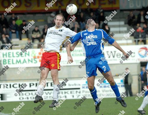 2008-04-13 / Voetbal / K.F.C. Oosterzonen - K.F.C. Nijlen / Kopduel tussen Kim Breugelmans van Oosterzonen (links) en Dave Belmans van Nijlen..Foto: Maarten Straetemans (SMB)