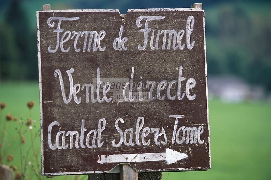 France/15/Cantal/Parc Régional des Volcans/Massif du Puy Mary (1787 mètres): Panneau vente directe - Fromages Salers