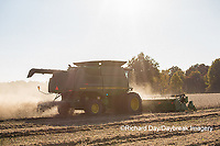 63801-07320 Soybean harvest with John Deere combine in Marion Co. IL