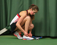 Rotterdam, The Netherlands, March 19, 2016,  TV Victoria, NOJK 14/18 years, Julie Belgraver (NED) ties her shoelaces<br /> Photo: Tennisimages/Henk Koster