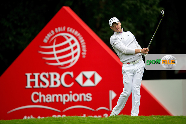 Danny Willett (ENG) on the 4th tee during round 2 at the WGC-HSBC Champions, Sheshan International GC, Shanghai, China PR.  28/10/2016<br /> Picture: Golffile | Fran Caffrey<br /> <br /> <br /> All photo usage must carry mandatory copyright credit (&copy; Golffile | Fran Caffrey)