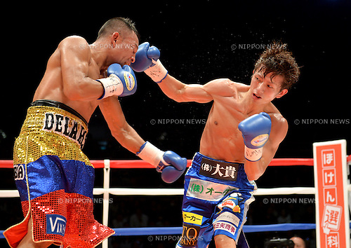 (L-R) Luis de la Rosa (COL), Ryoichi Taguchi (JPN),<br /> DECEMBER 31, 2015 - Boxing :<br /> Ryoichi Taguchi of Japan in action against Luis de la Rosa of Colombia during the WBA light flyweight title bout at Ota-City General Gymnasium in Tokyo, Japan. (Photo by Mikio Nakai/AFLO)