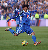 BOGOTA -COLOMBIA. 05-04-2014. Rafael Robayo en  accion de juego entre los equipos Los Millonarios y Deportivo Cali  durante el partido por la quinceava  fecha de La liga Postobon 1 disputado en el estadio El Campin. / Rafael Robayo in action game between teams Los Millonarios and Deportivo Cali during the match by the fifteenth day of the Postobon one league played at El Campin.Photo / VizzorImage / Felipe Caicedo / Staff