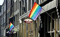 Nederland Amsterdam 2016 02 17. Regenboogvlag in de Warmoesstraat. Foto Berlinda van Dam / Hollandse Hoogte