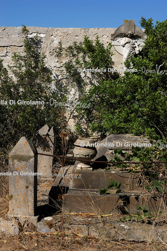 Isola di Pianosa. Pianosa Island. .Il cimitero di Pianosa, dove sono sepolti gli agenti di polizia penitenziaria che lavoravano nella colonia penale..The cemetery of Pianosa, where several police officers are buried that worked in the penalty colony.