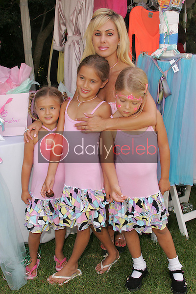"""Shauna Sand and daughters<br />at the W Hollywood Yard Sale Presented by Guess benefitting """"Clothes Off Our Back"""". Private Residence, Brentwood, CA. 09-17-05<br />Dave Edwards/DailyCeleb.Com 818-249-4998"""