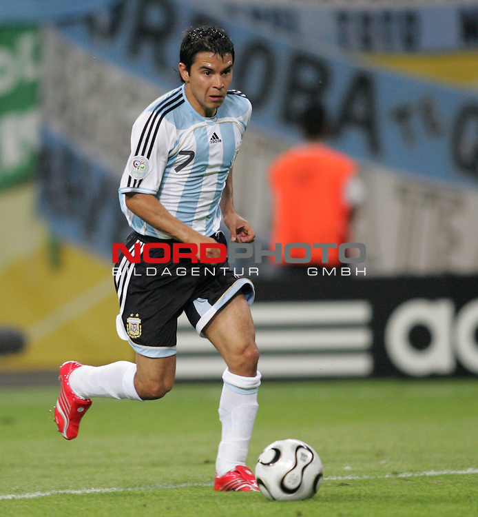 FIFA WM 2006 - Round Of Sixteen / Achtelfinale<br /> Play #50 (24-Jun) - Argentina vs Mexico.<br /> Javier Saviola from Argentina with ball during the match of the World Cup in Leipzig.<br /> Foto &copy; nordphoto