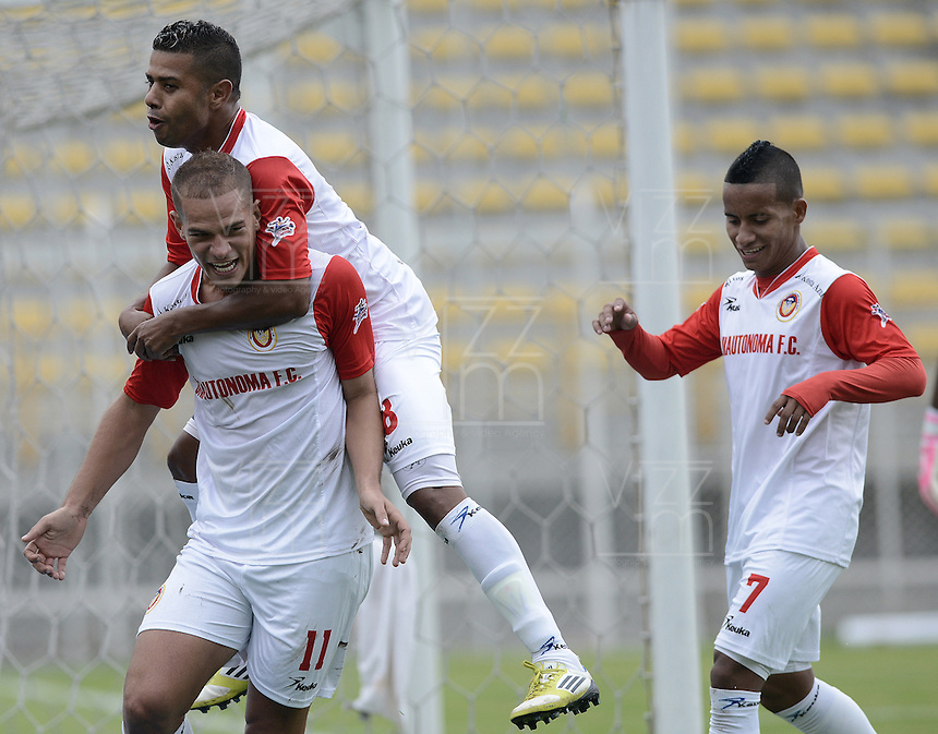 BOGOTÁ -COLOMBIA-30-11-2013. Alan Navarro (Izq.) del Fortaleza FC celebra un gol en contra de U Autónoma durante partido de ida de la final del Torneo Postobón II-2013 de ascenso jugado en el estadio Metropolitano de Techo en Bogotá./ Alan Navarro (L) of Fortaleza FC celebrates a goal against U Autonoma during the first leg match of the final of Postobon Tournament II-2013 of  played at Metropolitano de Techo stadium in Bogota  city. Photo: VizzorImage / Gabriel Aponte /