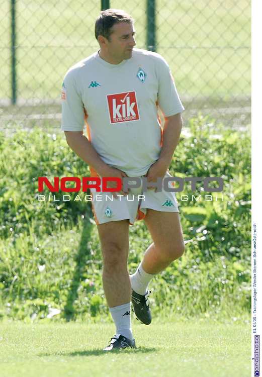 BL 2005/2006 - Trainingslager Werder Bremen<br /> <br /> Schruns - &divide;sterreich<br /> <br /> <br /> <br /> Sportdirektor Klaus Allofs beim Training.<br /> <br /> <br /> <br /> Foto &copy; nordphoto <br /> <br />  *** Local Caption *** Foto ist honorarpflichtig! zzgl. gesetzl. MwSt.<br /> <br /> Belegexemplar erforderlich<br /> <br /> Adresse: nordphoto<br /> <br /> Georg-Reinke-Strasse 1<br /> <br /> 49377 Vechta