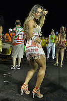 SÃO PAULO, SP, 15 DE JANEIRO DE 2012 - ENSAIO TÉCNICO X-9 PAULISTANA - Mayra Cardi durante ensaio técnico da Escola de Samba X-9 Paulistana na praparação para o Carnaval 2012. O ensaio foi realizado na madrugada deste domingo, no Sambódromo do Anhembi, zona norte da cidade. FOTO LEVI BIANCO - NEWS FREE