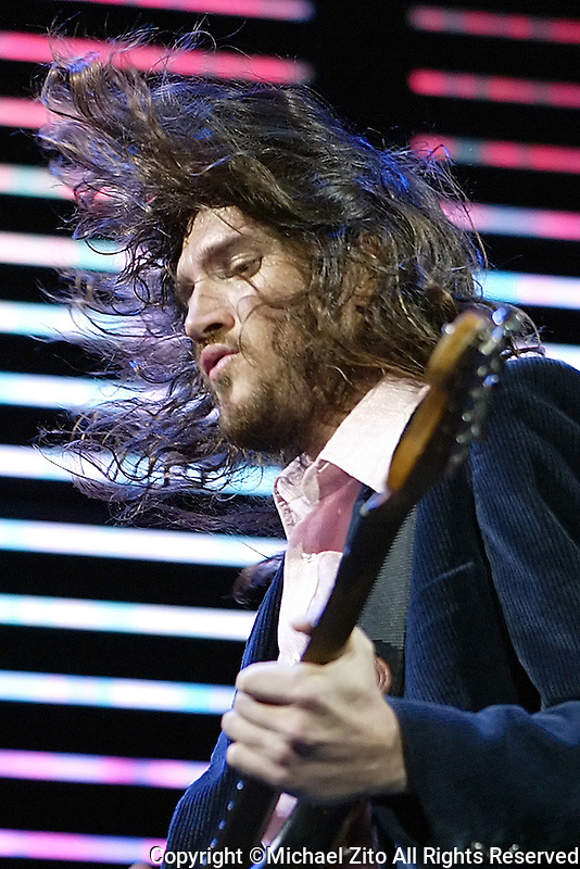 01/27/07 Inglewood,CA: John Frusciante and The Red Hot Chili Peppers in concert perform at the Forum