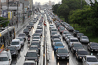 SAO PAULO, SP, 10/12/2013, TRANSITO. A Av. Alcantara Machado, altura do bairro da Mooca, tem transito intenso na manha dessa terca-feira (10).LUIZ GUARNIERI/BRAZIL PHOTO PRESS.