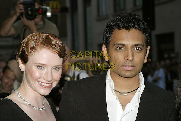 BRYCE DALLAS HOWARD & M. NIGHT SHYAMALAN.UK Premiere of M. Night Shyamalan's The Village at Odeon West End Leicester Square, London W1.August 10th, 2004.headshot, portrait, diamond necklace.www.capitalpictures.com.sales@capitalpictures.com.© Capital Pictures.
