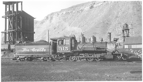 Engineer's-side view of D&amp;RGW #315 switching in Durango.<br /> D&amp;RGW  Durango, CO  Taken by Richardson, Robert W.